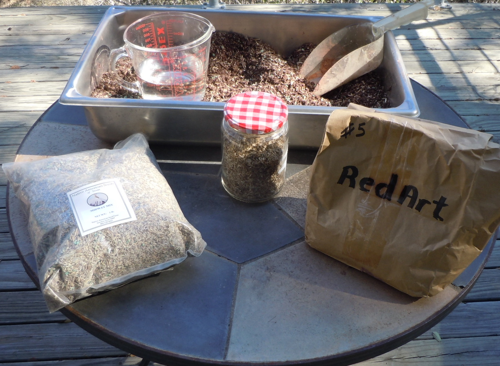 What do you need to make seedballs? Seeds, soil, clay and water